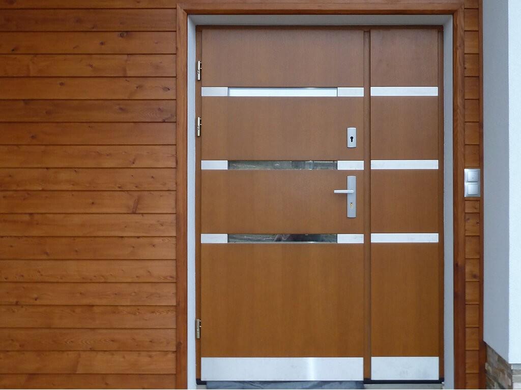 Drzwi zewn trzne pozna stalowe drewniane aluminiowe for Drzwi z portalem