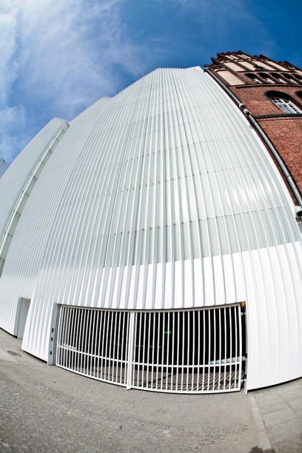 Nietypowa realizacja bramy w Filharmonii w Szczecinie