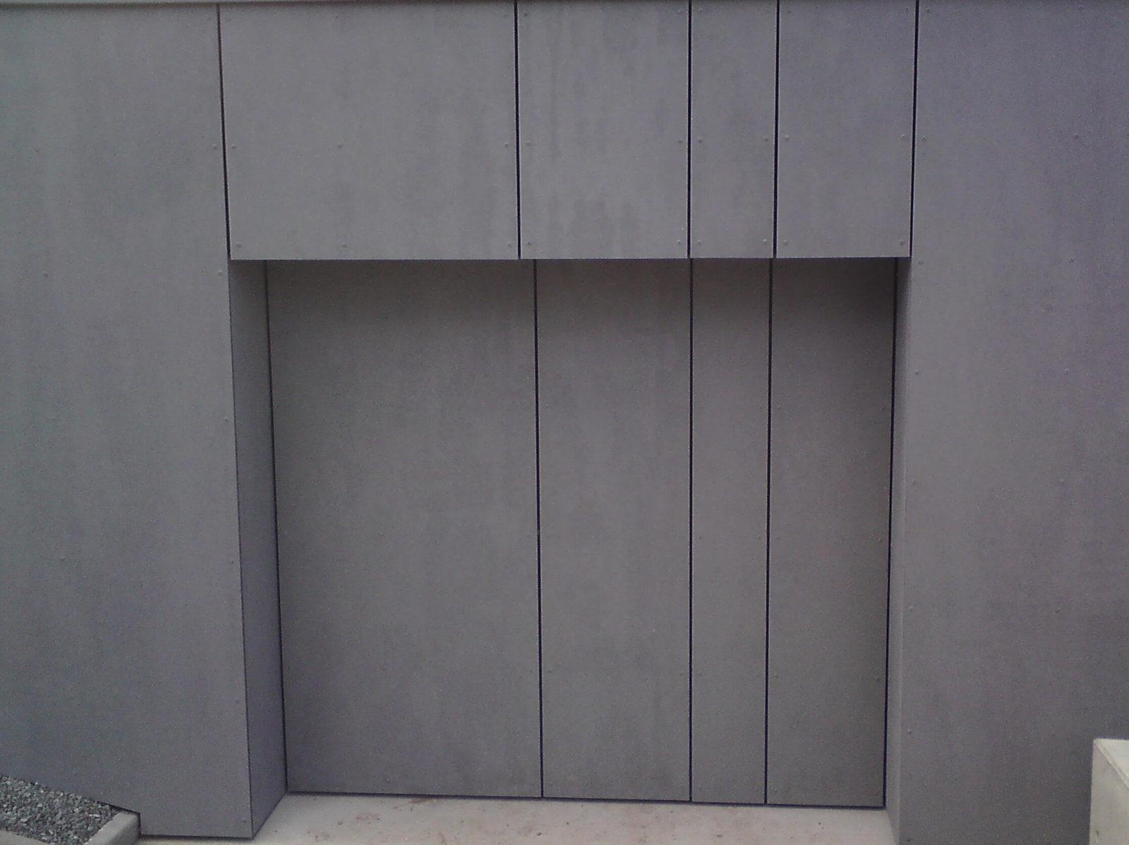 Brama garażowa idealnie dopasowana do elewacji