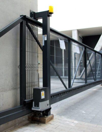 brama przesuwna automatyczna z napędem Beninca