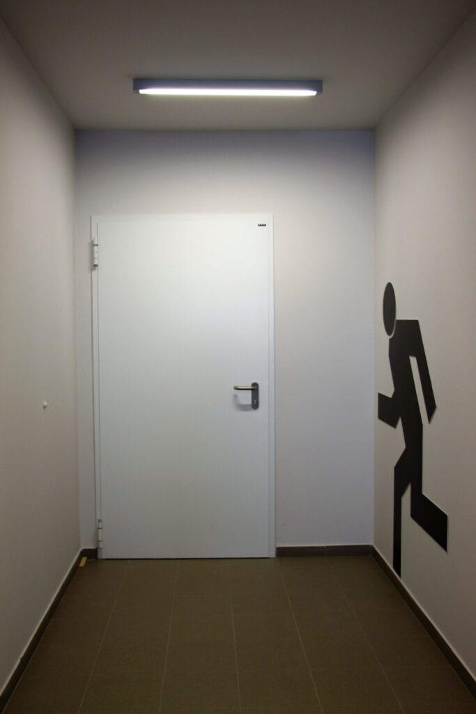 Drzwi wewnątrzklatkowe w kolorze białym
