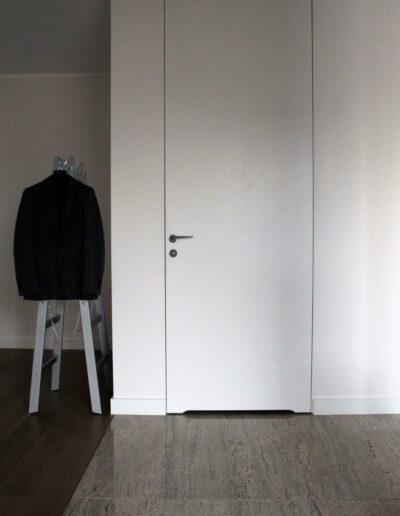 Drzwi roziwerne z ościerznicą ukrytą