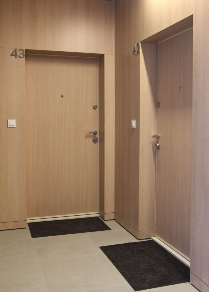 Drzwi zewnętrzne wewnątrzklatkowe